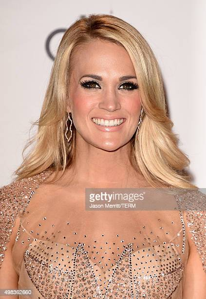 Recording artist Carrie Underwood winner of Favorite Country Female Artist poses in the press room during the 2015 American Music Awards at Microsoft...