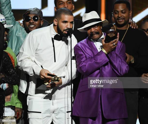 Recording artist Drake accepts the Top Artist award onstage with his father Dennis Graham during the 2017 Billboard Music Awards at TMobile Arena on...