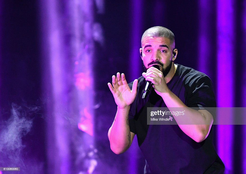 2016 iHeartRadio Music Festival - Night 1 - Show : News Photo