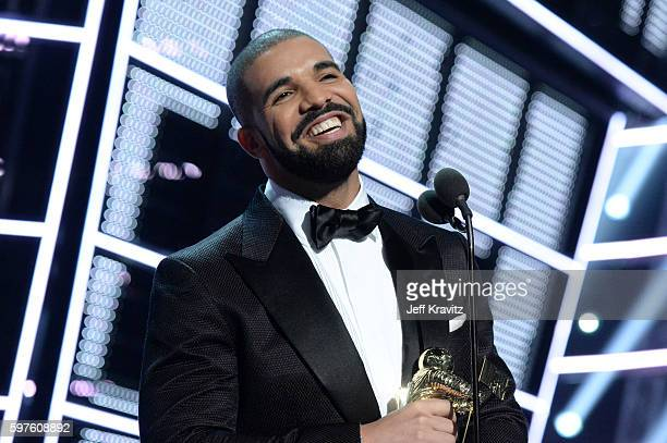Recording artist Drake presents the Michael Jackson Video Vanguard Award onstage during the 2016 MTV Video Music Awards at Madison Square Garden on...