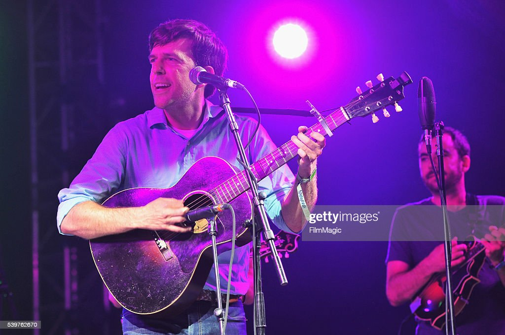 The bluegrass situation superjam hosted by ed helms dating