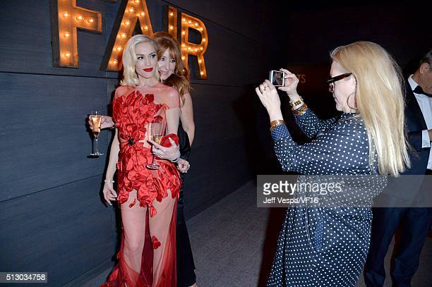 Recording artist Gwen Stefani and guest attend the 2016 Vanity Fair Oscar Party Hosted By Graydon Carter at the Wallis Annenberg Center for the...