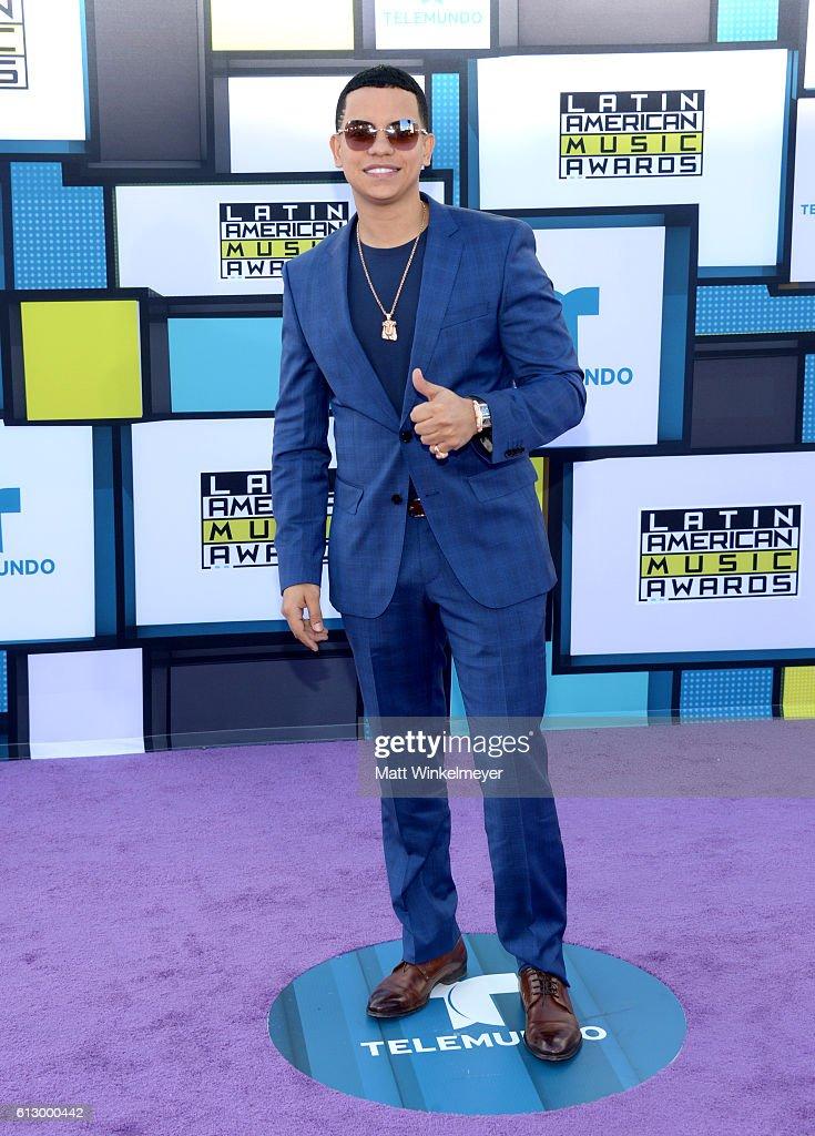 2016 Latin American Music Awards - Arrivals
