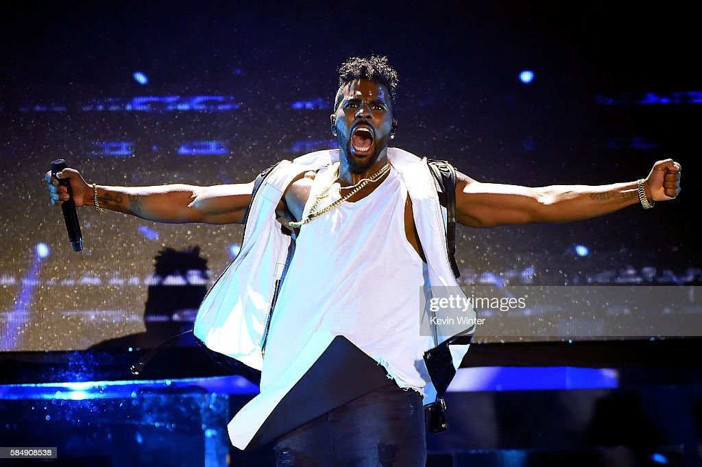 Recording artist Jason Derulo performs onstage during Teen Choice Awards 2016 at The Forum on July 31, 2016 in Inglewood, California.