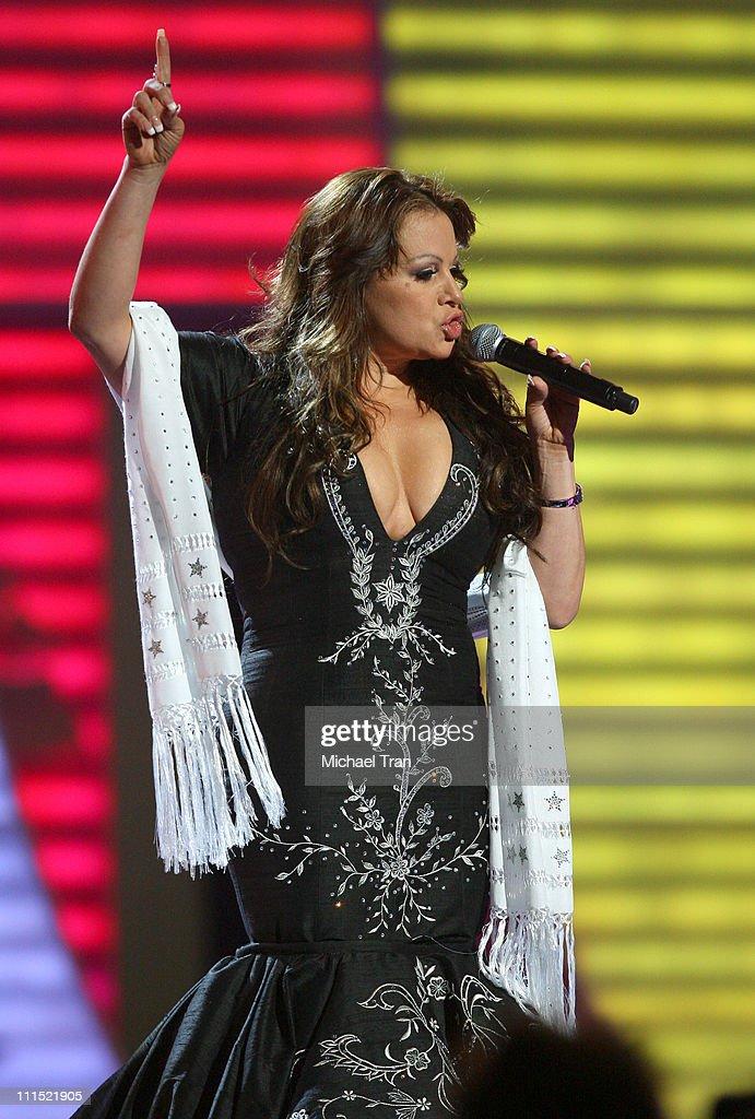 9th Annual Latin Grammy Awards - Press Room