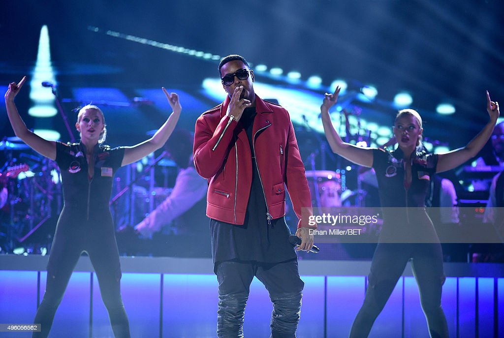 Recording artist Jeremih (C) performs onstage during the 2015 Soul Train Music Awards at the Orleans Arena on November 6, 2015 in Las Vegas, Nevada.