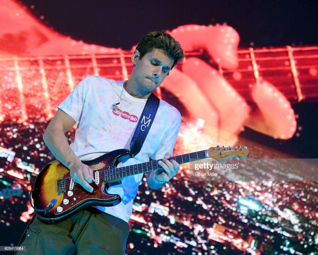 John Mayer Performs At Talking Stick Resort Arena : News Photo