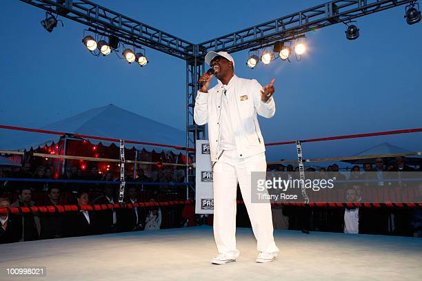 Recording artist Johnny Gill performs at the Sugar Ray Leonard Foundation's Big Fighters Big Cause charity event at the Santa Monica Pier on May 25...