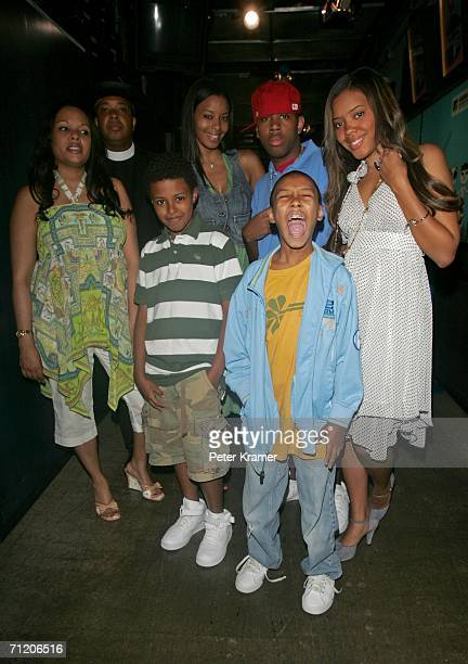 Recording artist Joseph Run Simmons of the show Run's House poses with his family wife Justine and children Diggy Vanessa Russy Jojo and Angela on...