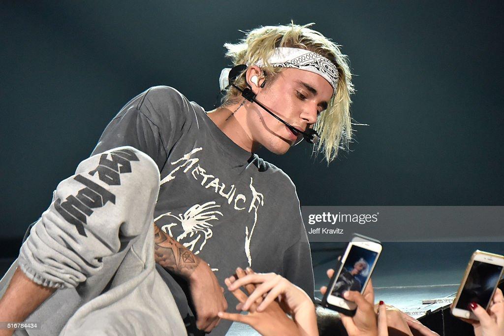 Justin Bieber In Concert - 2016 Purpose World Tour - Los Angeles, CA : News Photo