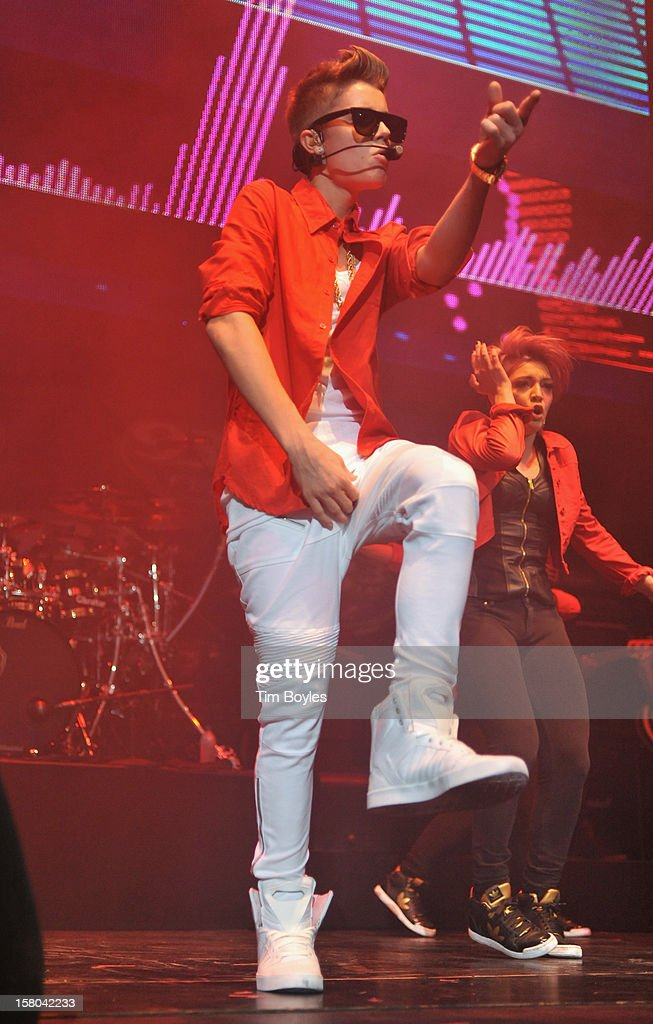 Recording Artist Justin Bieber performs onstage during 93.3 FLZ's Jingle Ball 2012 at Tampa Bay Times Forum on December 9, 2012 in Tampa, Florida.