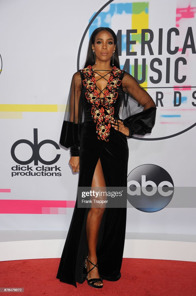 Recording artist Kelly Rowland attends 2017 American Music Awards at Microsoft Theater on November 19, 2017 in Los Angeles, California.