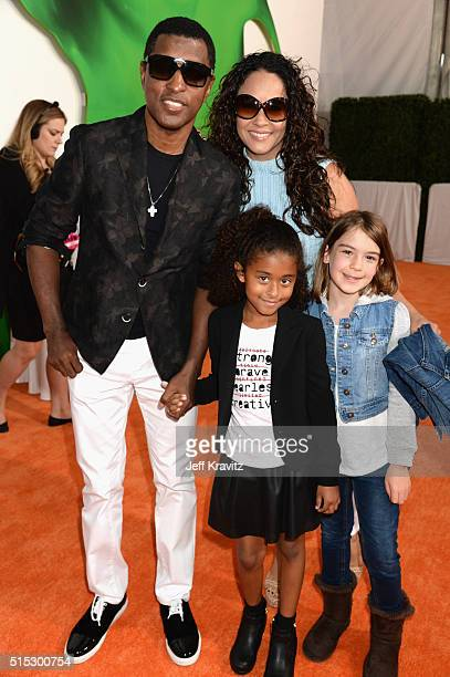 Recording artist Kenny 'Babyface' Edmonds actress Nicole Pantenburg Peyton Nicole Edmonds and guest attend Nickelodeon's 2016 Kids' Choice Awards at...