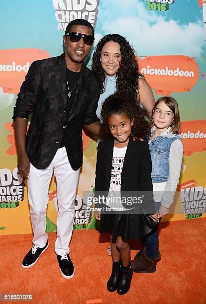 Recording artist Kenny 'Babyface' Edmonds actress Nicole Pantenburg Peyton Nicole Edmonds and guest attend Nickelodeon's 2016 Kids' Choice Awards at...