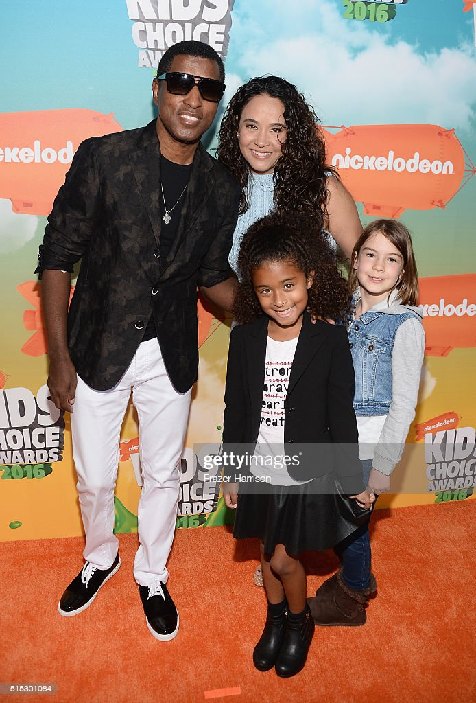 Recording artist Kenny 'Babyface' Edmonds, actress Nicole Pantenburg, Peyton Nicole Edmonds and guest attend Nickelodeon's 2016 Kids' Choice Awards at The Forum on March 12, 2016 in Inglewood, California.