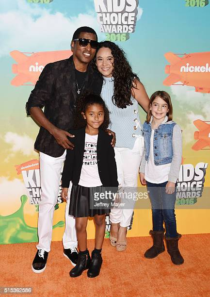 Recording artist Kenny 'Babyface' Edmonds actress Nicole Pantenburg Peyton Nicole Edmonds attend Nickelodeon's 2016 Kids' Choice Awards at The Forum...
