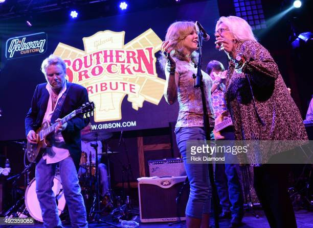 Recording Artist Lee Roy Parnell Singers/Songwriters Caroline Corlew and Bonnie Bramlett perform during the Gibson Custom Southern Rock tribute 1959...