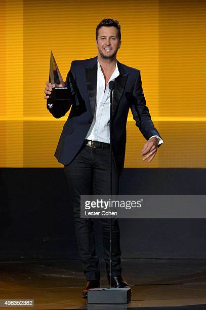 Recording artist Luke Bryan accepts the Favorite Male Artist Country award onstage during the 2015 American Music Awards at Microsoft Theater on...