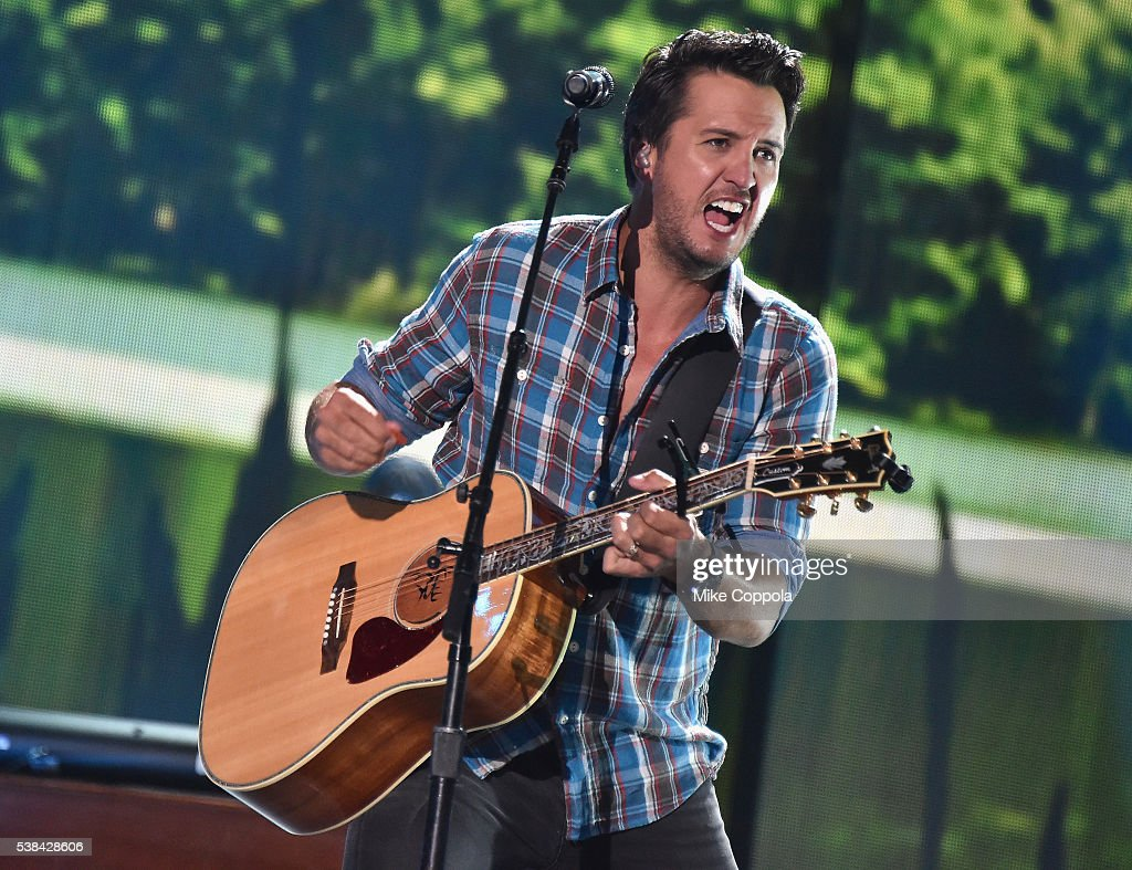 TN: 2016 CMT Music Awards - Rehearsals Day 1