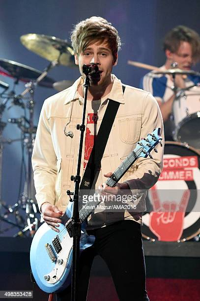 Recording artist Luke Hemmings of 5 Seconds of Summer performs onstage during the 2015 American Music Awards at Microsoft Theater on November 22 2015...