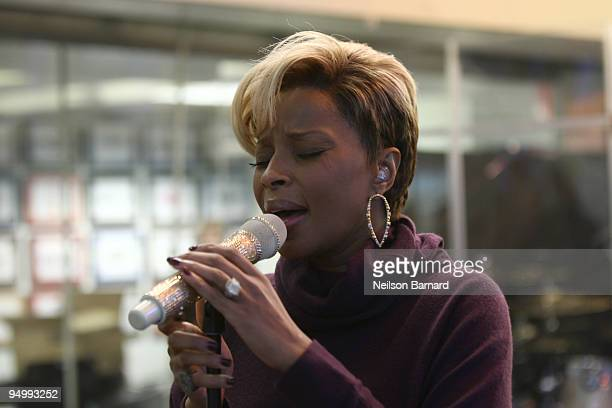 Recording artist Mary J Blige performs at SIRIUS XM Studio on December 21 2009 in New York New York