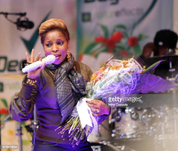 Recording artist Mary J Blige performs in Times Square on March 22 2010 in New York City
