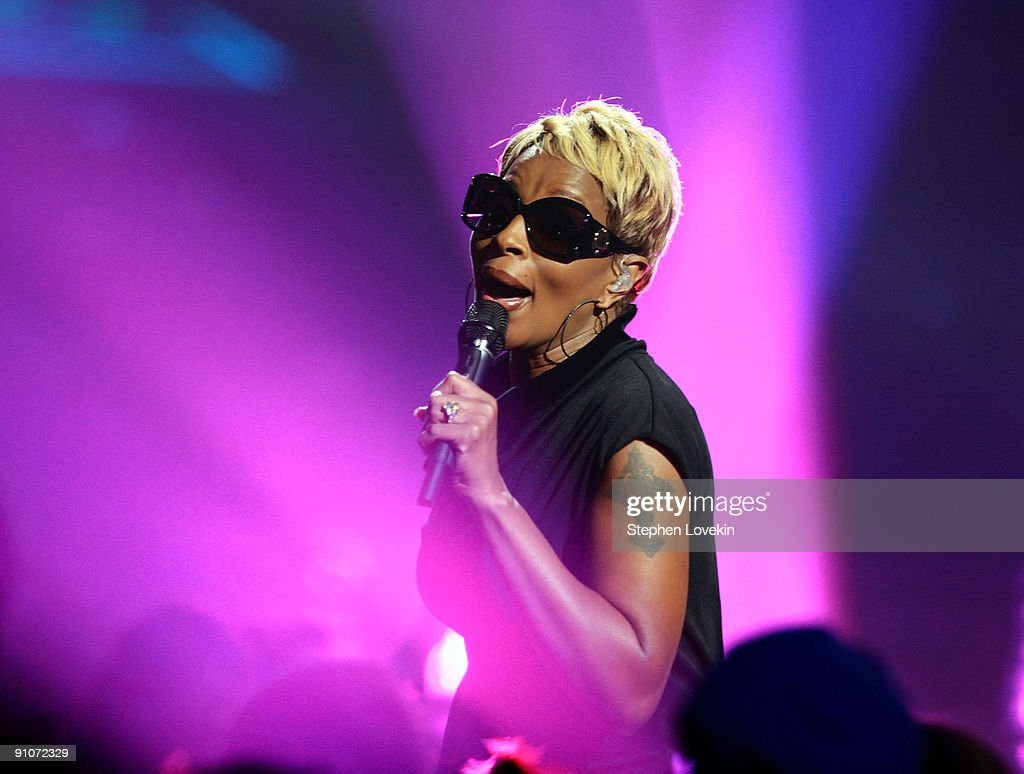 Recording artist Mary J. Blige performs onstage at the 2009 VH1 Hip Hop Honors at the Brooklyn Academy of Music on September 23, 2009 in the Brooklyn borough of New York City.