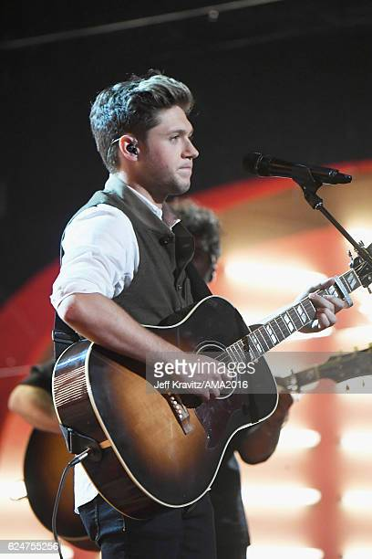 Recording artist Niall Horan performs onstage at the 2016 American Music Awards at Microsoft Theater on November 20, 2016 in Los Angeles, California.