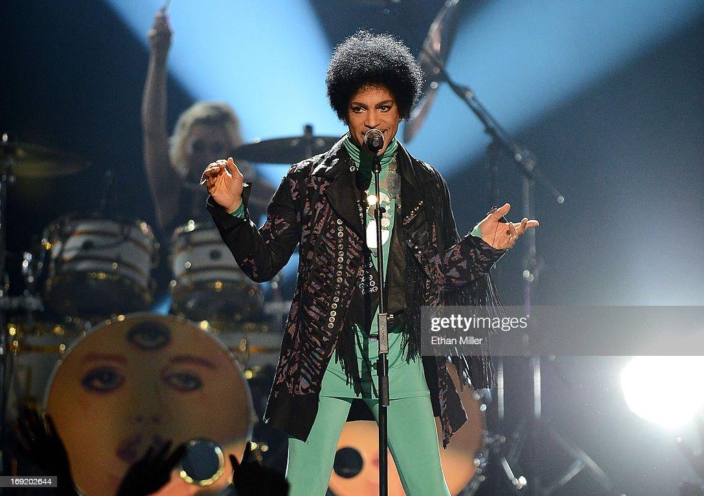 2013 Billboard Music Awards - Show : News Photo