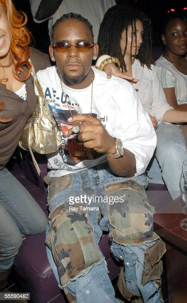 Recording artist R Kelly attends Keyshia Cole and Avant's performance at the club Spirit September 14 2005 in New York City