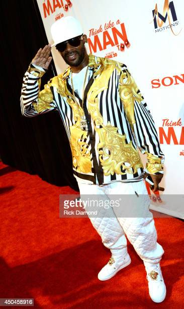 Recording Artist R Kelly attends Sony Pictures' 'THINK LIKE MAN TOO' Atlanta Red Carpet Screening With Kevin Hart LaLa Anthony Terrence J Romany...