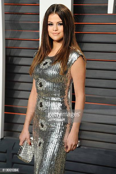 Recording artist Selena Gomez attends the 2016 Vanity Fair Oscar Party hosted By Graydon Carter at Wallis Annenberg Center for the Performing Arts on...