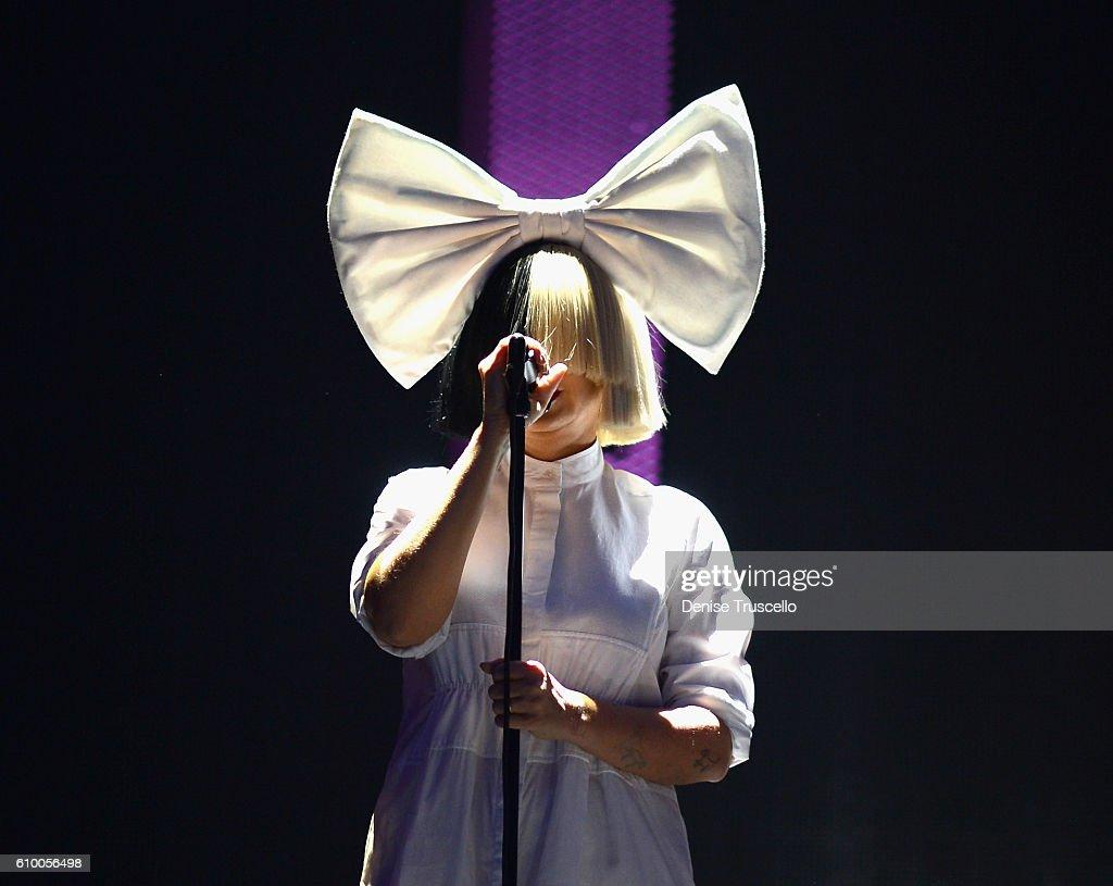 2016 iHeartRadio Music Festival - Night 1 - Show : News Photo