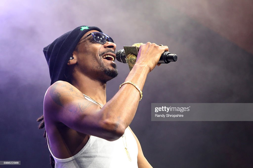 Recording artist Snoop Dogg performs onstage during The Ultimate Fan Experience, Call Of Duty XP 2016, presented by Activision, at The Forum on September 4, 2016 in Inglewood, California.