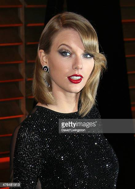 Recording artist Taylor Swift attends the 2014 Vanity Fair Oscar Party hosted by Graydon Carter on March 2 2014 in West Hollywood California