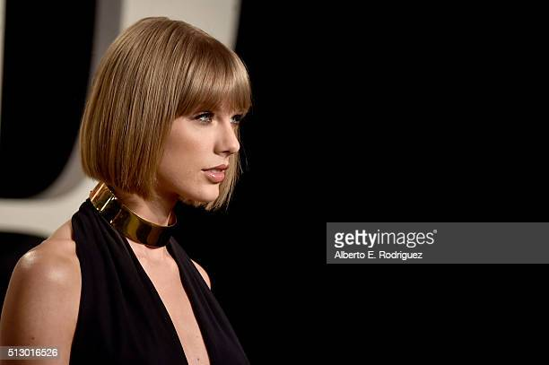 Recording artist Taylor Swift attends the 2016 Vanity Fair Oscar Party hosted By Graydon Carter at Wallis Annenberg Center for the Performing Arts on...