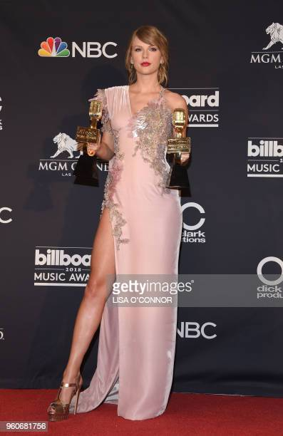 Recording artist Taylor Swift poses in the Press Room during the 2018 Billboard Music Awards 2018 at the MGM Grand Resort International on May 20...