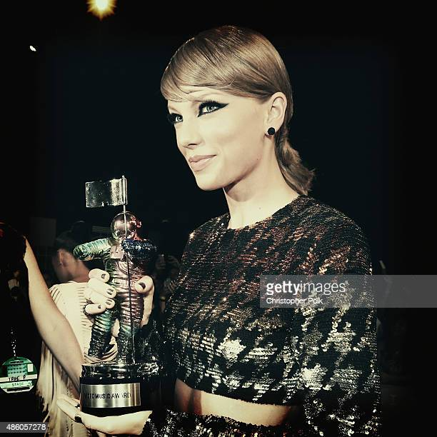 Recording artist Taylor Swift poses with her Video of the Year Award for 'Bad Blood' at the 2015 MTV Video Music Awards at Microsoft Theater on...