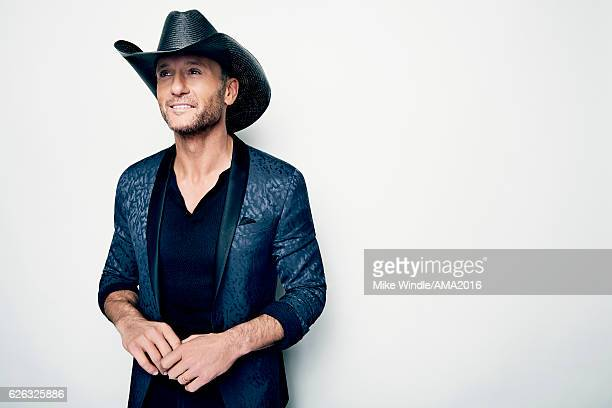 Recording artist Tim McGraw recipient of the Favorite Country Song Award poses in the press room during the 2016 American Music Awards at Microsoft...