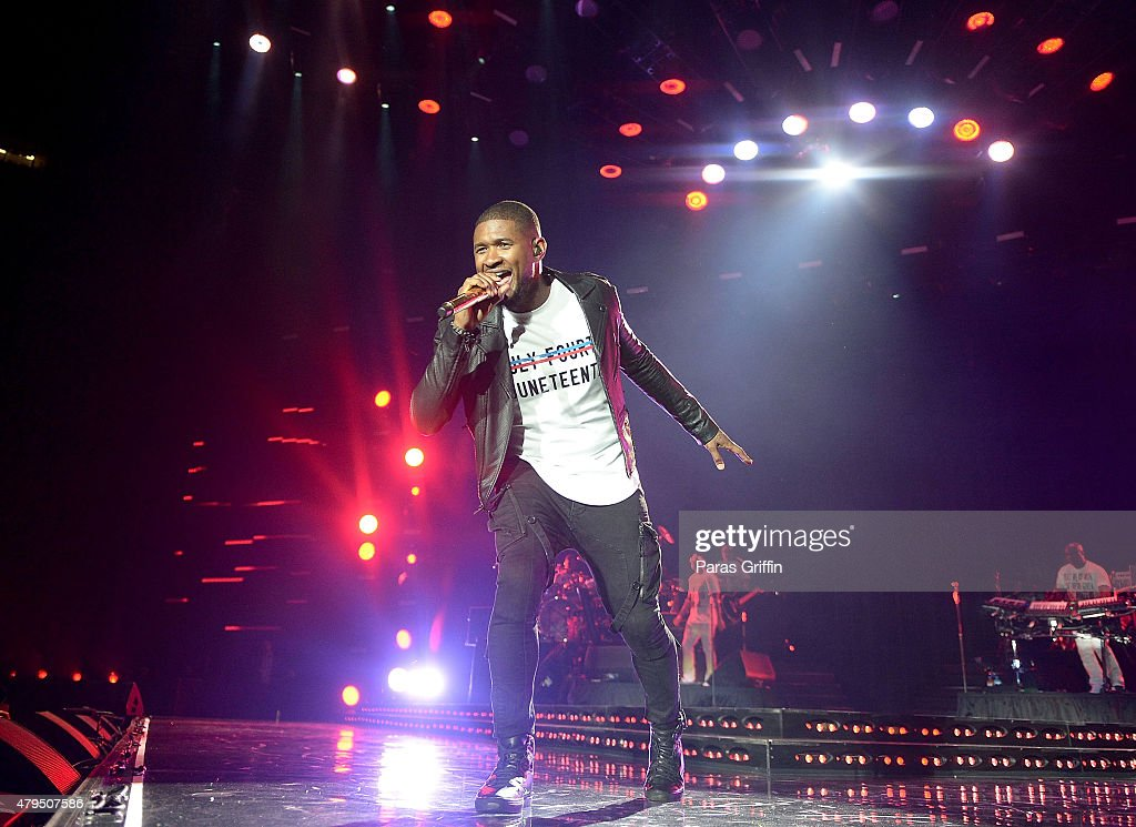 Recording artist Usher Raymond performs onstage at the 2015 Essence Music Festival at Mercedes-Benz Superdome on July 4, 2015 in New Orleans, Louisiana.