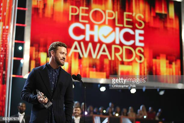 Recording artist/actor Justin Timberlake accepts Favorite Male Singer and Favorite Song for 'Can't Stop the Feeling' onstage during the People's...