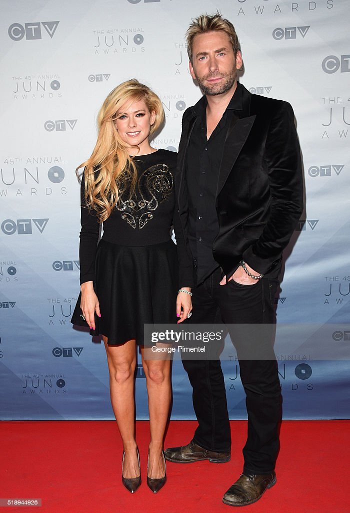 Recording artists Avril Lavigne (L) and Chad Kroeger arrive at the 2016 Juno Awards at Scotiabank Saddledome on April 3, 2016 in Calgary, Canada.