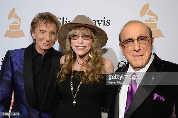 Recording artists Barry Manilow Carly Simon and host Clive Davis attend the 2016 PreGRAMMY Gala and Salute to Industry Icons honoring Irving Azoff at...