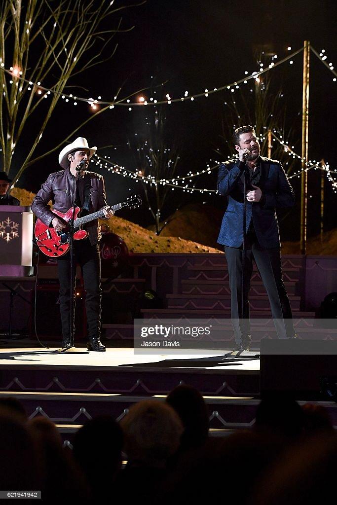 Brad Paisley Christmas.Recording Artists Brad Paisley And Chris Young Perform
