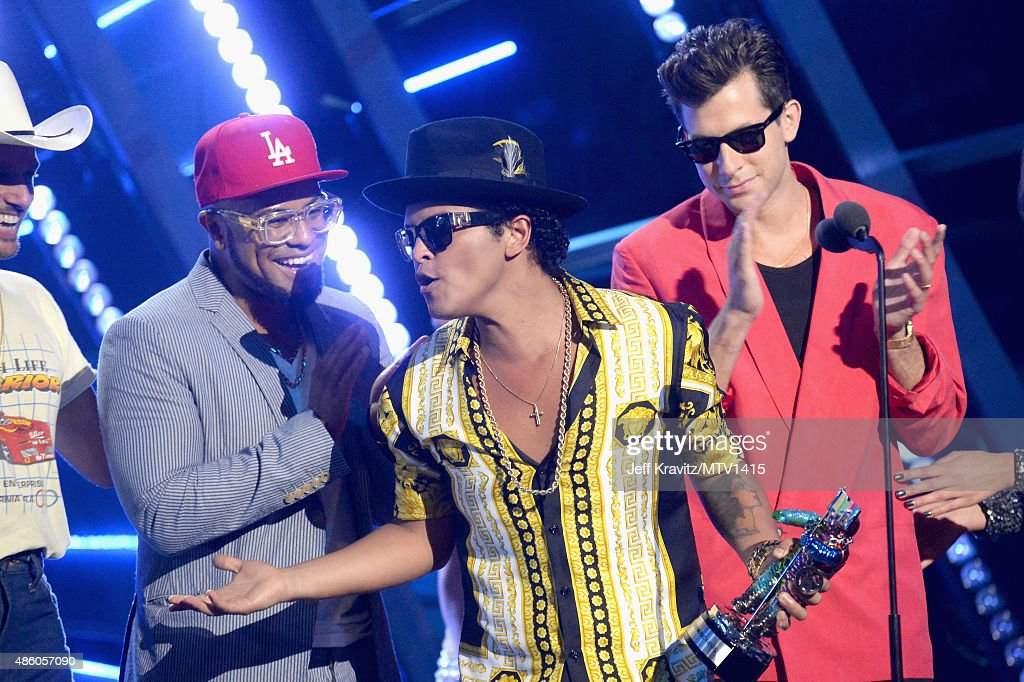 Recording artists Bruno Mars (C) accepts Best Male Video award for 'Uptown Funk' attends the 2015 MTV Video Music Awards at Microsoft Theater on August 30, 2015 in Los Angeles, California.