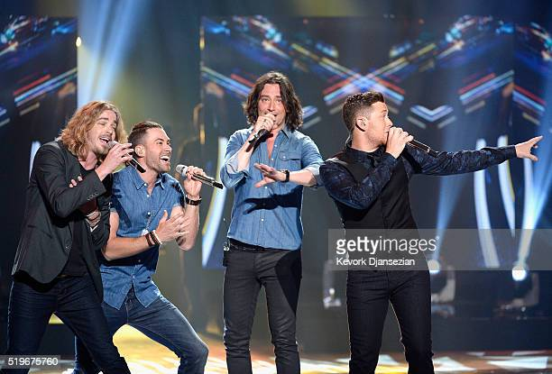 Recording artists Bucky Covington Ace Young Constantine Maroulis and Scotty McCreery perform onstage during FOX's American Idol Finale For The...