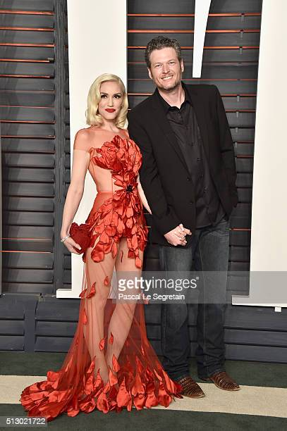 Recording artists Gwen Stefani and Blake Shelton attend the 2016 Vanity Fair Oscar Party Hosted By Graydon Carter at the Wallis Annenberg Center for...