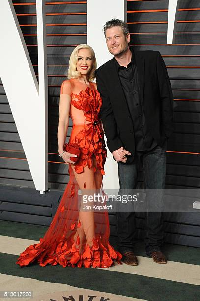 Recording artists Gwen Stefani and Blake Shelton attends the 2016 Vanity Fair Oscar Party hosted By Graydon Carter at Wallis Annenberg Center for the...