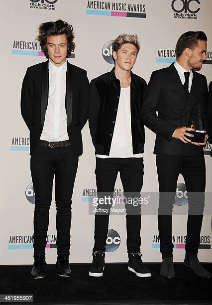 Recording artists Harry Styles Niall Horan Liam Payne Louis Tomlinson and Zayn Malik of music group One Direction winners of Favorite Album Pop/Rock...