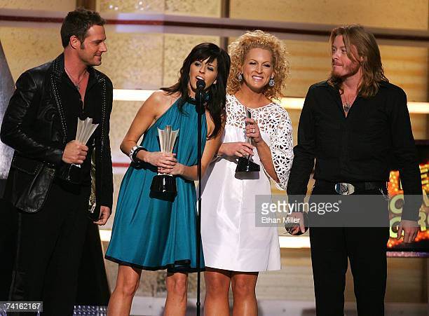 Recording artists Jimi Westbrook Karen Fairchild Kimberly Roads and Phillip Sweet of the band Little Big Town accept their award for Top New Duo or...